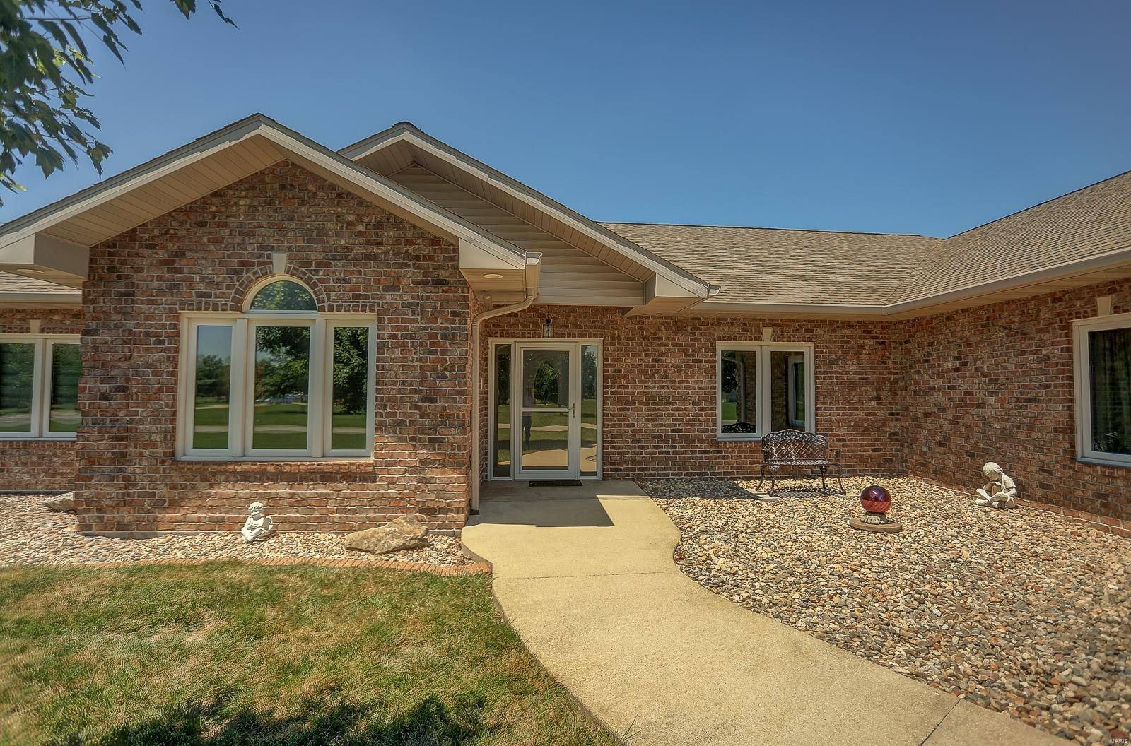 3209 Fawn Creek Court Property Photo - Highland, IL real estate listing