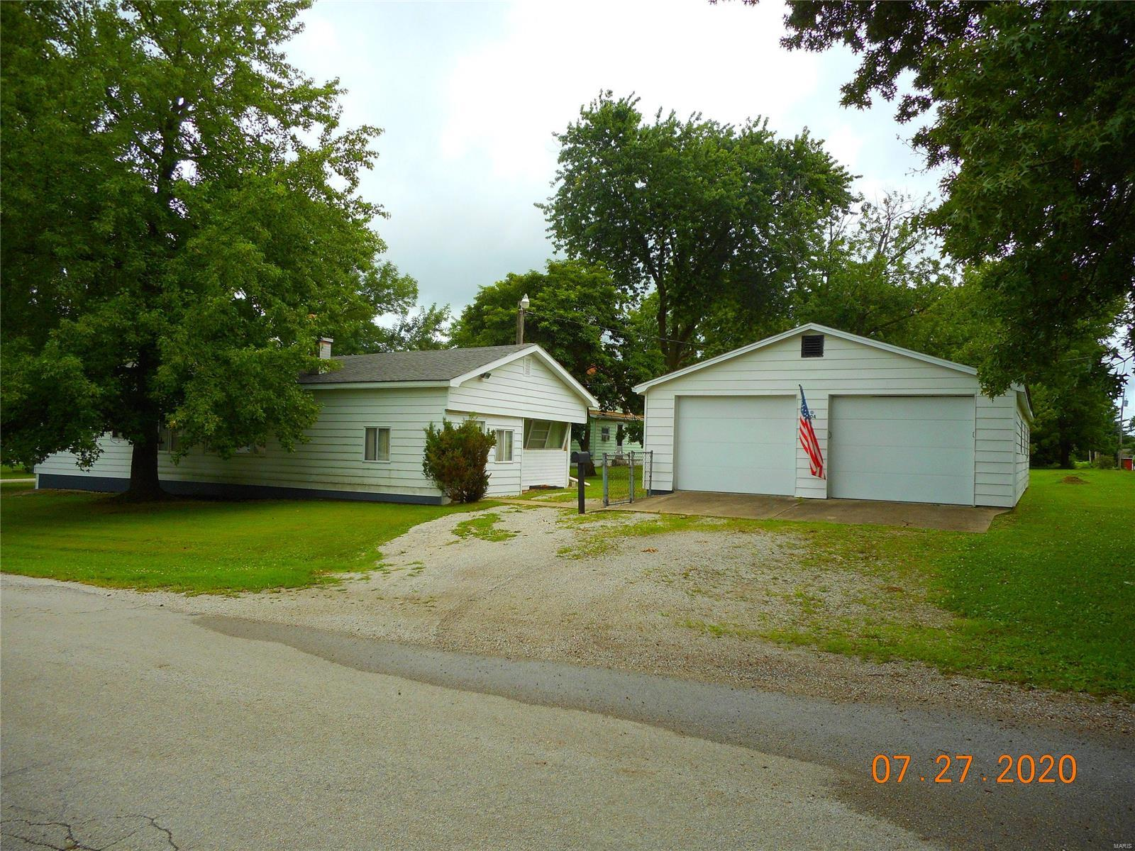 704 Young Street Property Photo - Nokomis, IL real estate listing