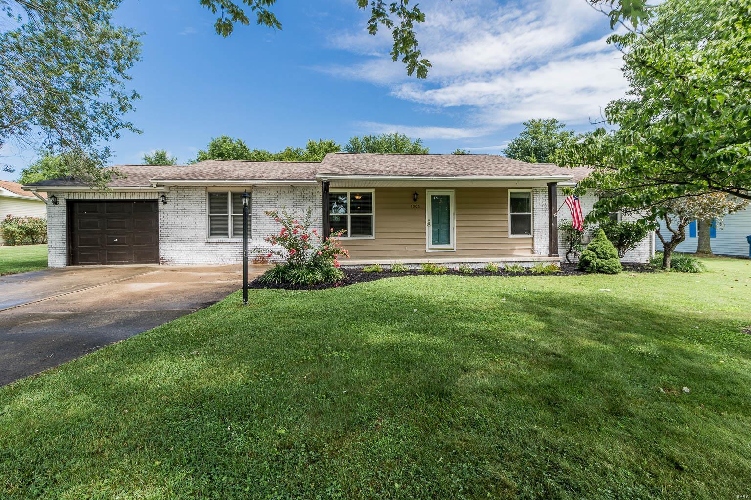 1006 Jeffrey Drive Property Photo - Carterville, IL real estate listing