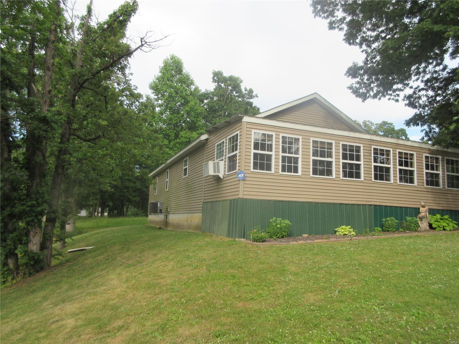 21524 Timber Lane Property Photo - Mount Olive, IL real estate listing
