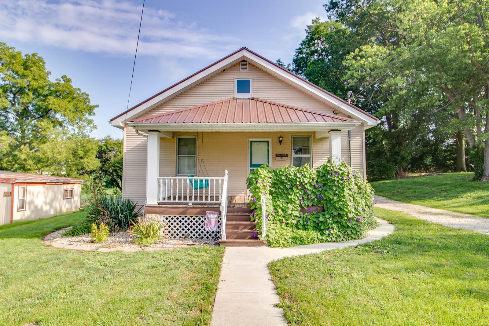 224 E Hoehn Street Property Photo - Carlinville, IL real estate listing
