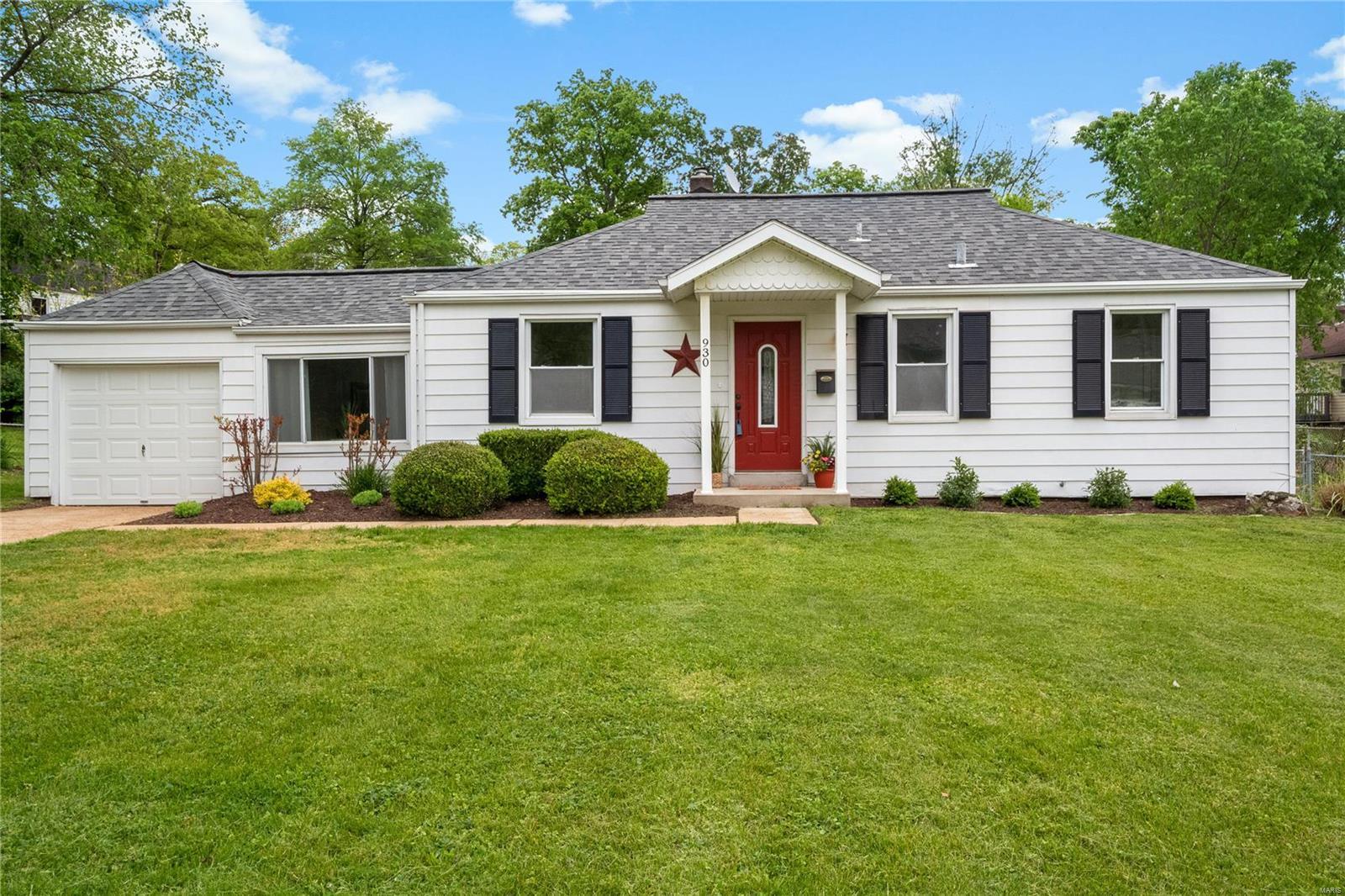 930 Westglen Drive Property Photo - Crestwood, MO real estate listing