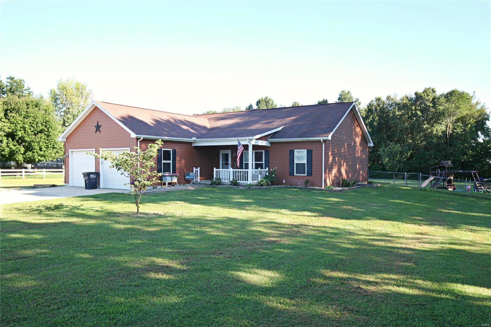 1687 N Schilling Lane Property Photo - Vandalia, IL real estate listing