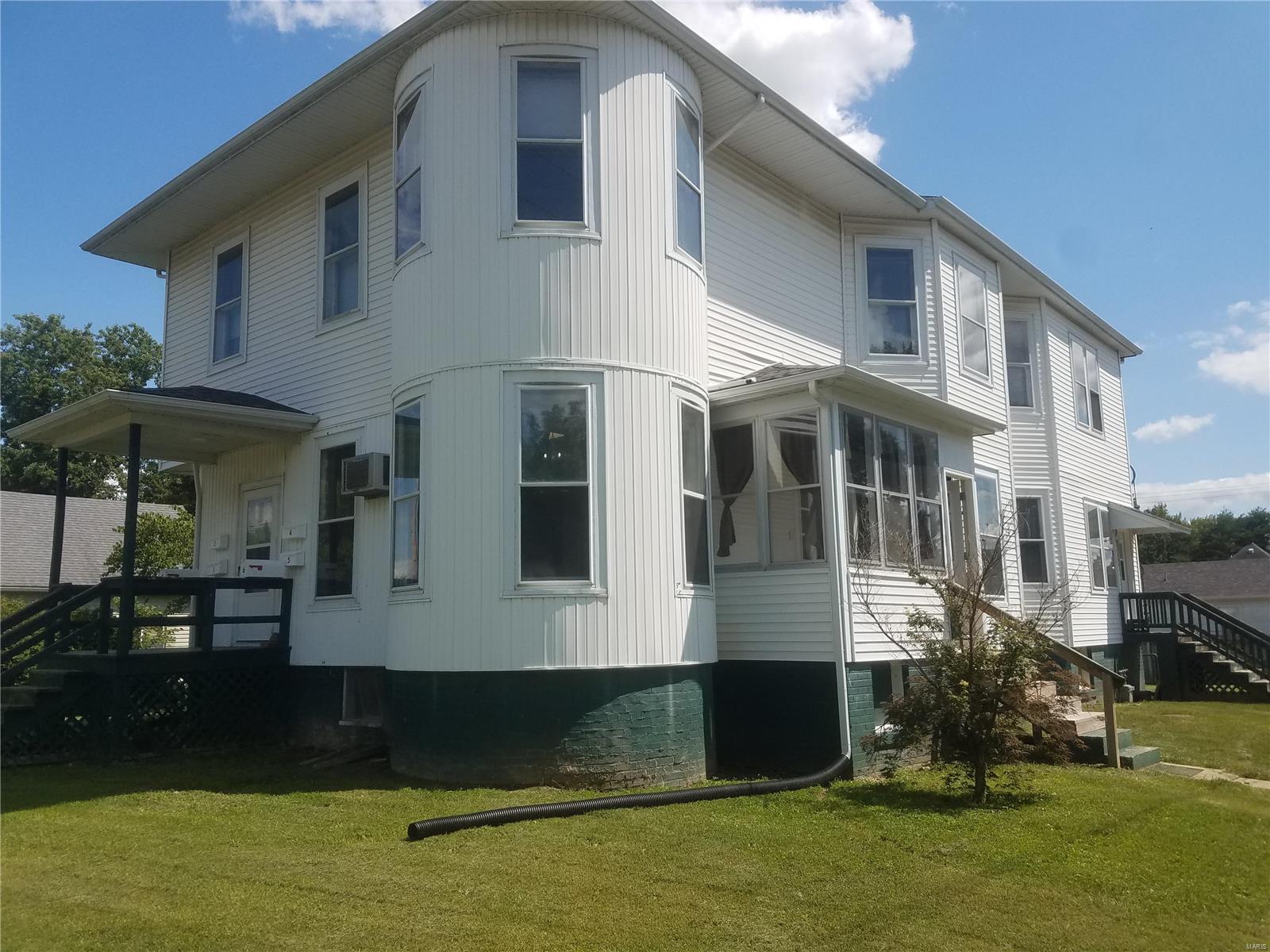 422 W Wood Street Property Photo - Hillsboro, IL real estate listing