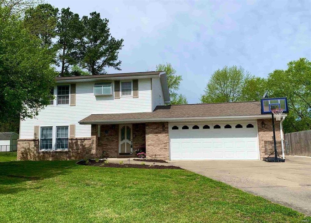 212 S Mark Court Property Photo - Carbondale, IL real estate listing