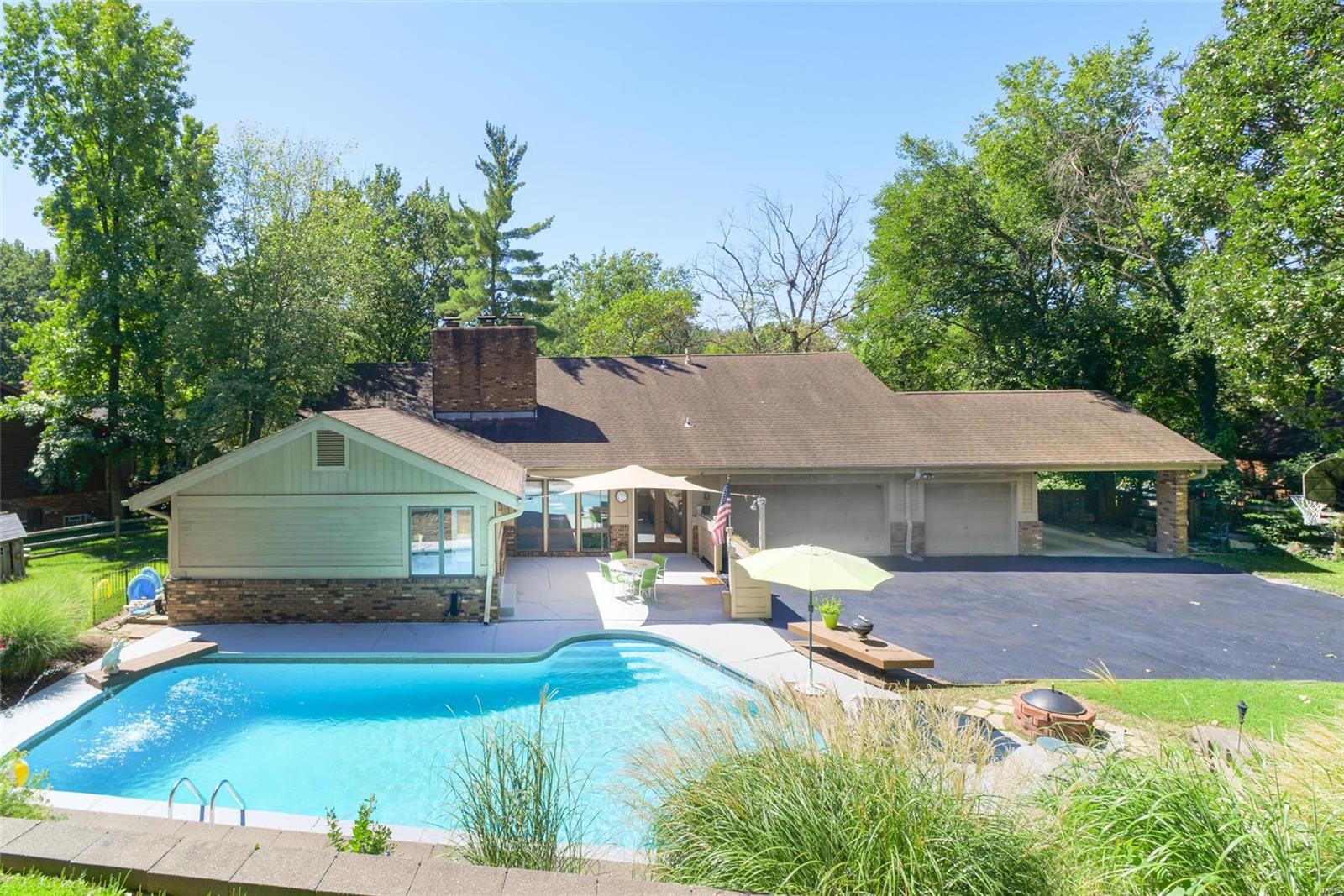 12541 Mason Forest Drive Property Photo - Creve Coeur, MO real estate listing
