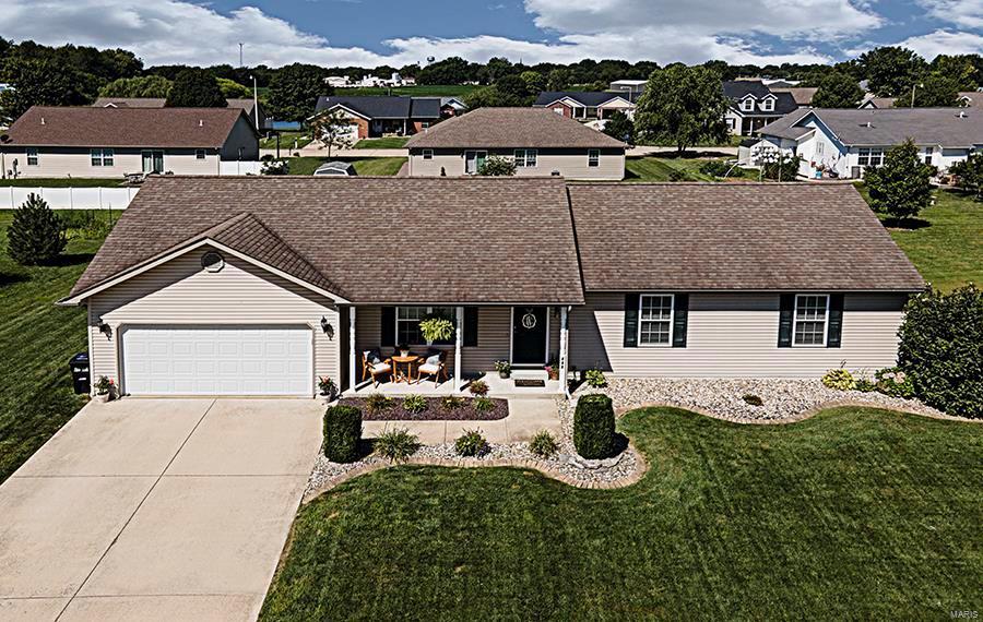 135 Jefferson Drive Property Photo - Breese, IL real estate listing