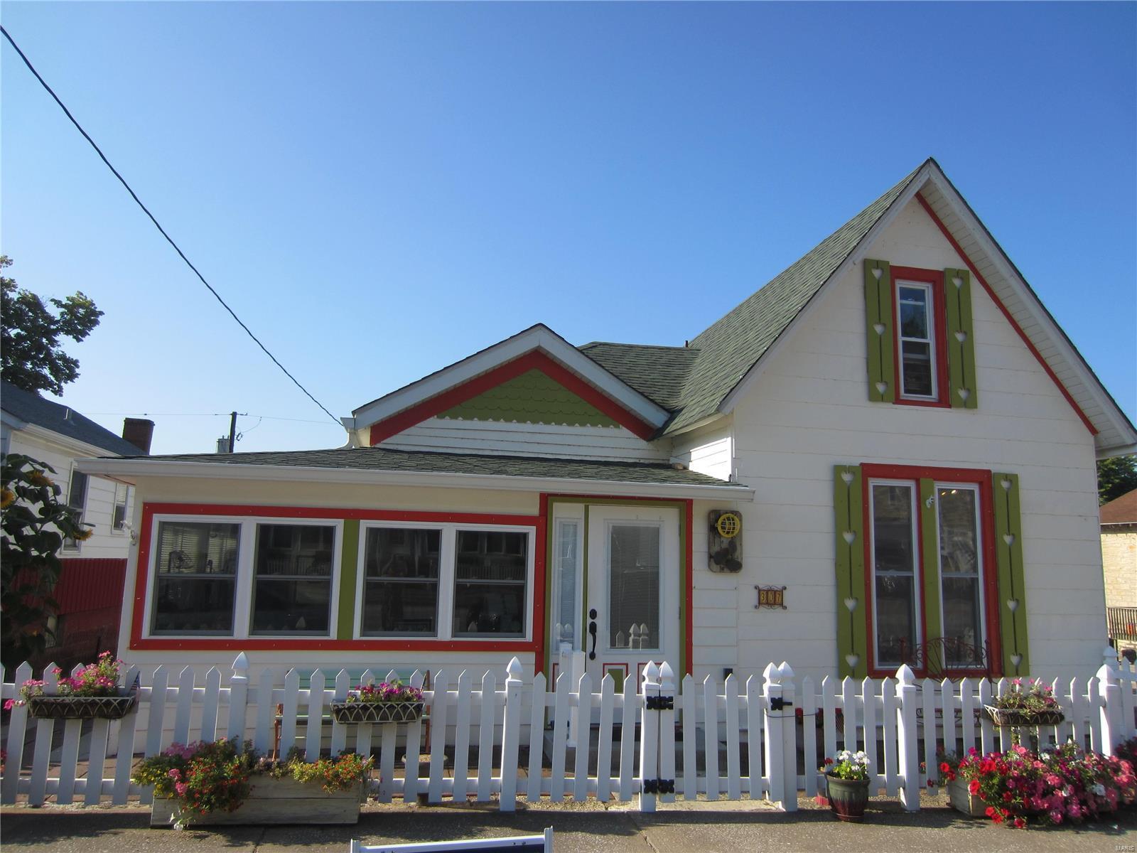 307 E Main Property Photo - Grafton, IL real estate listing