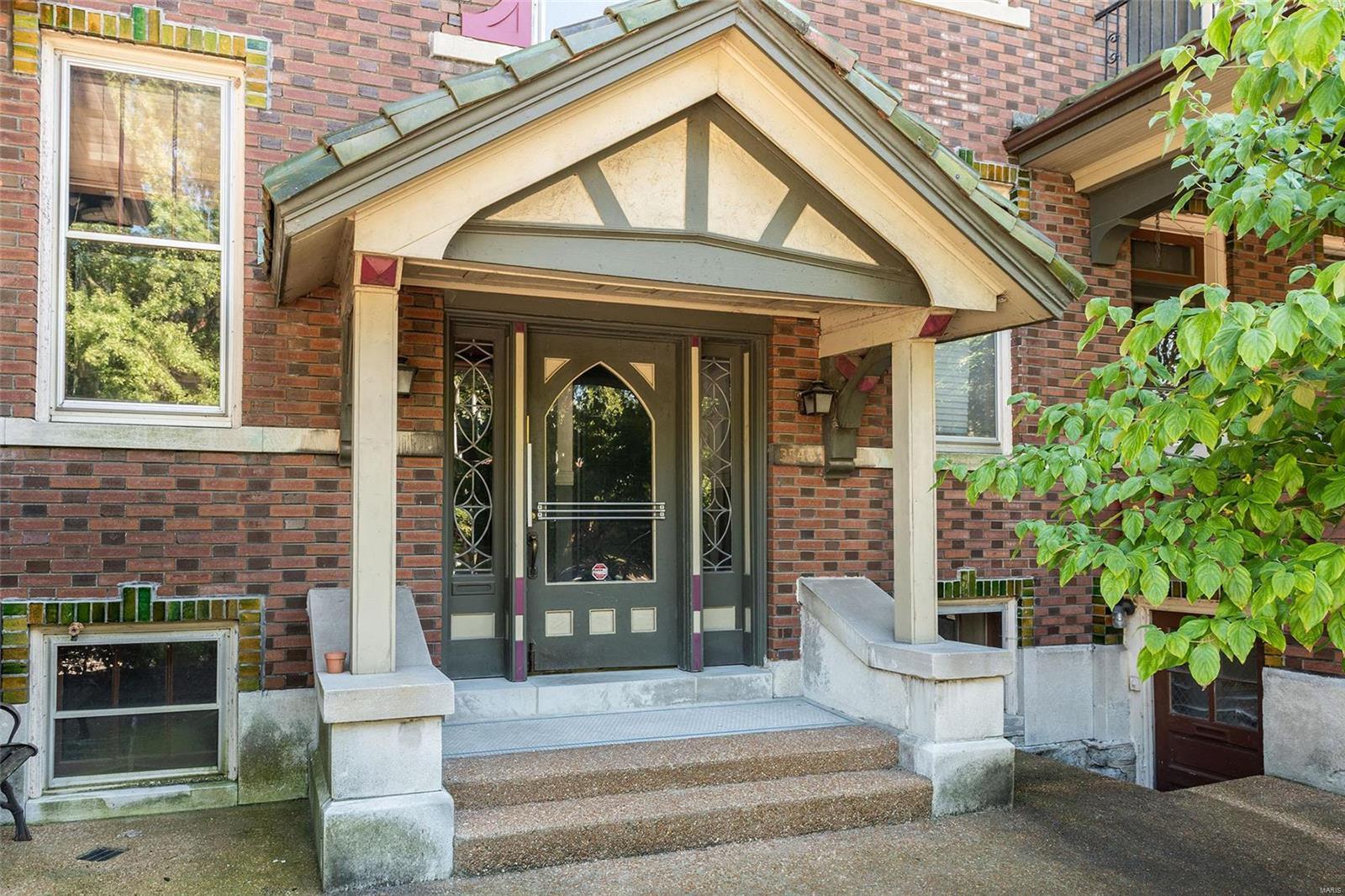 3548 Victor Condos Real Estate Listings Main Image