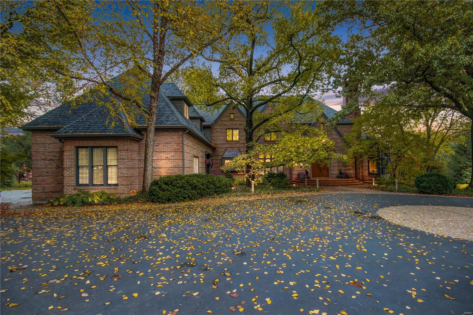 69 Colonial Hills Drive Property Photo - Creve Coeur, MO real estate listing