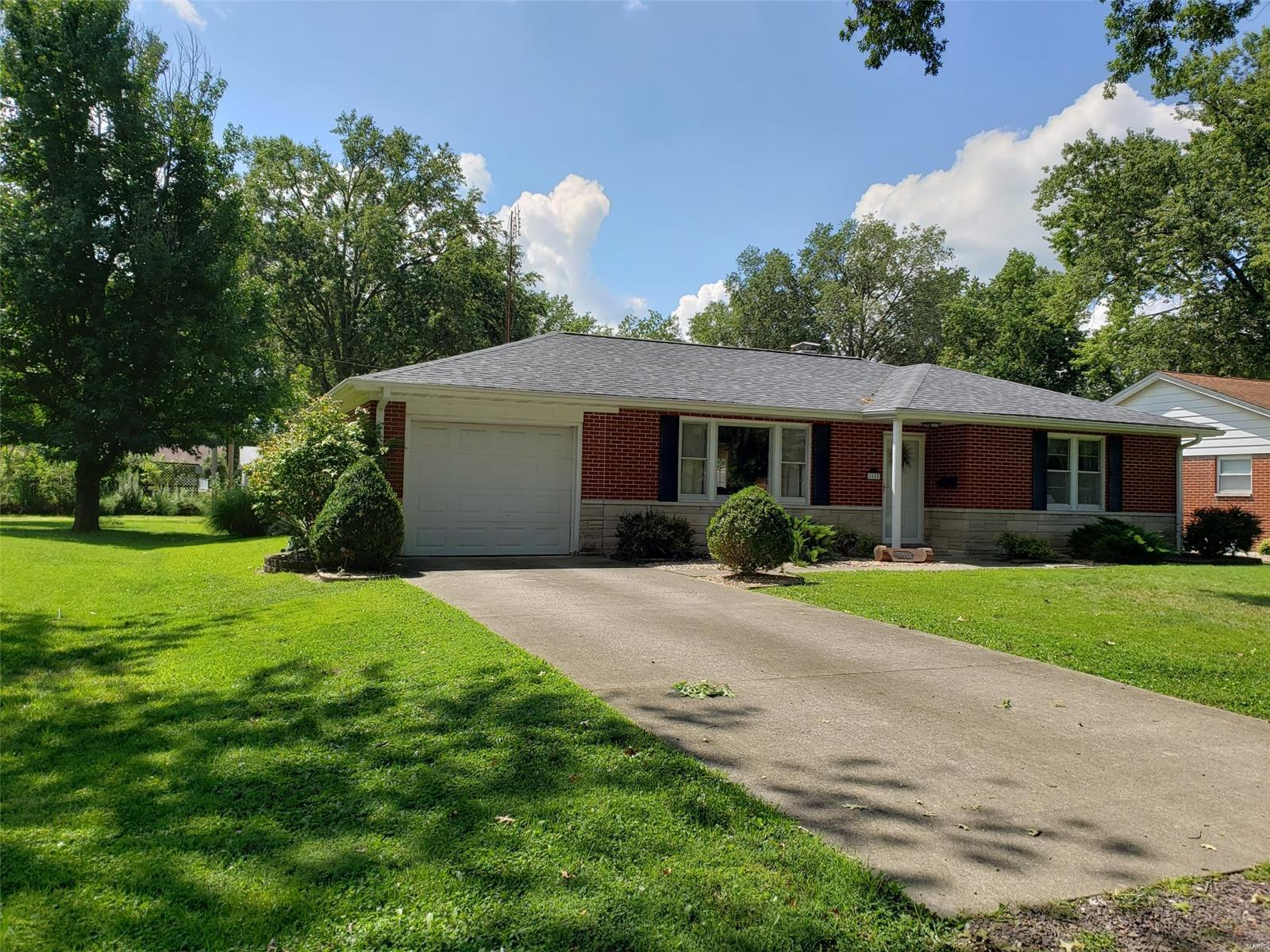 1550 Kane Street Property Photo - Carlyle, IL real estate listing