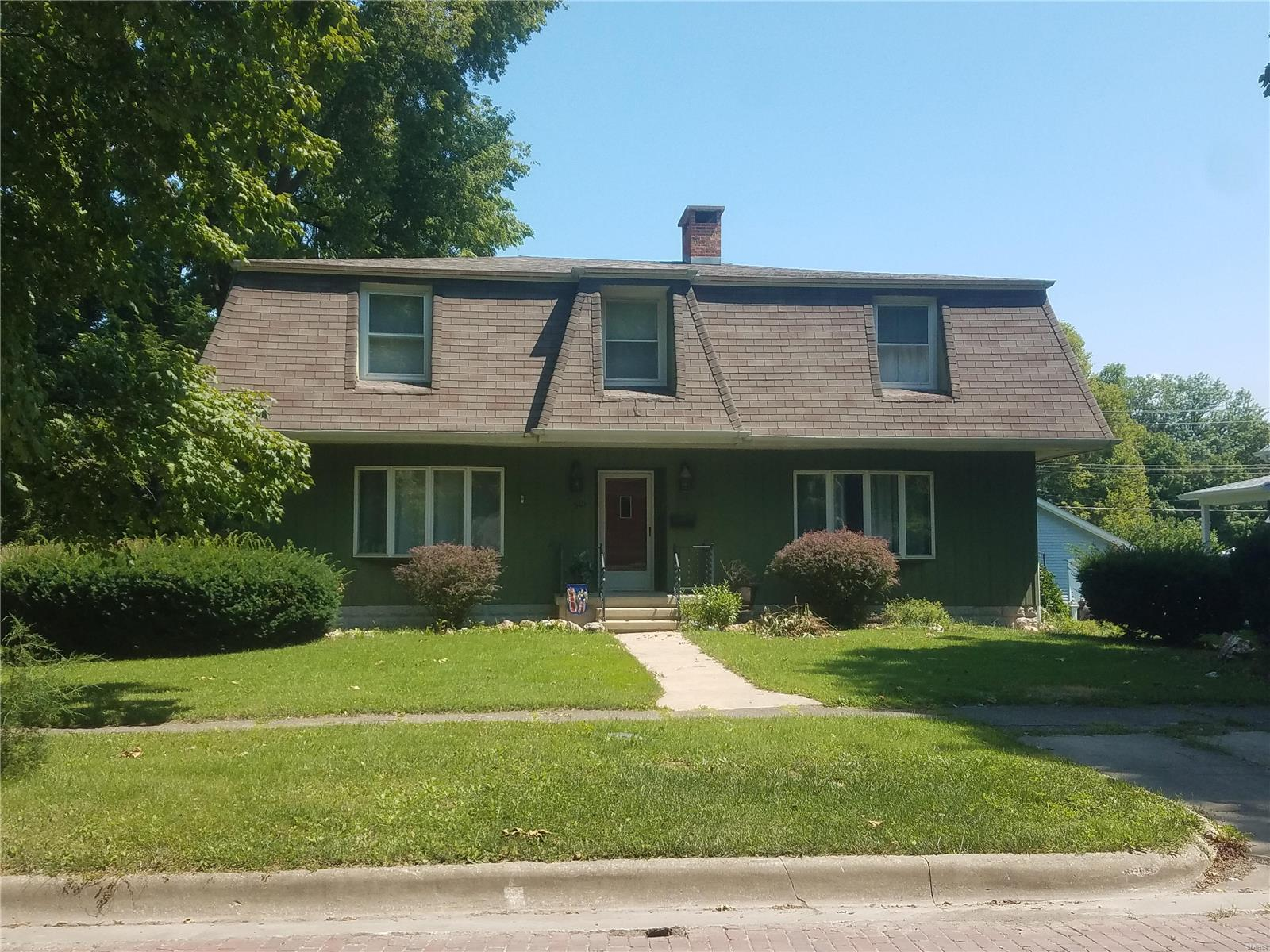 301 S Spruce Street Property Photo - Nokomis, IL real estate listing