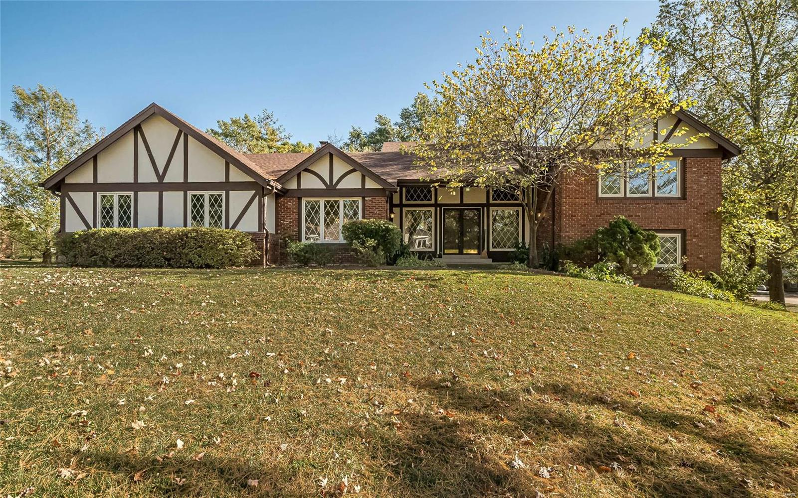 2302 Clifton Forge Drive Property Photo - Town and Country, MO real estate listing