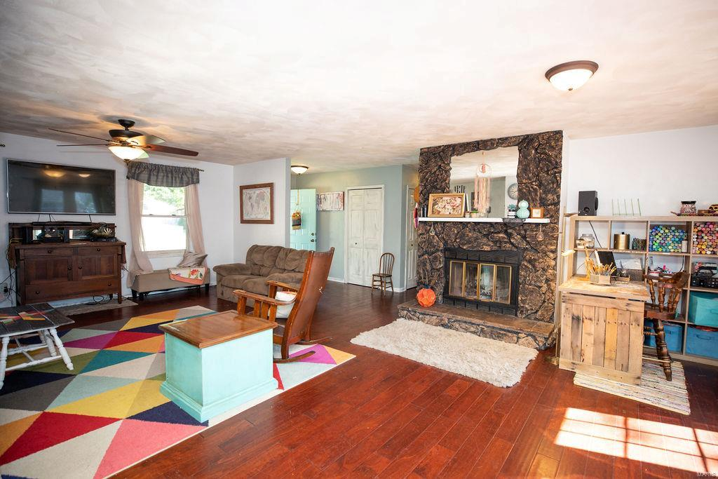 522 Whip Poor Will Property Photo - Troy, IL real estate listing