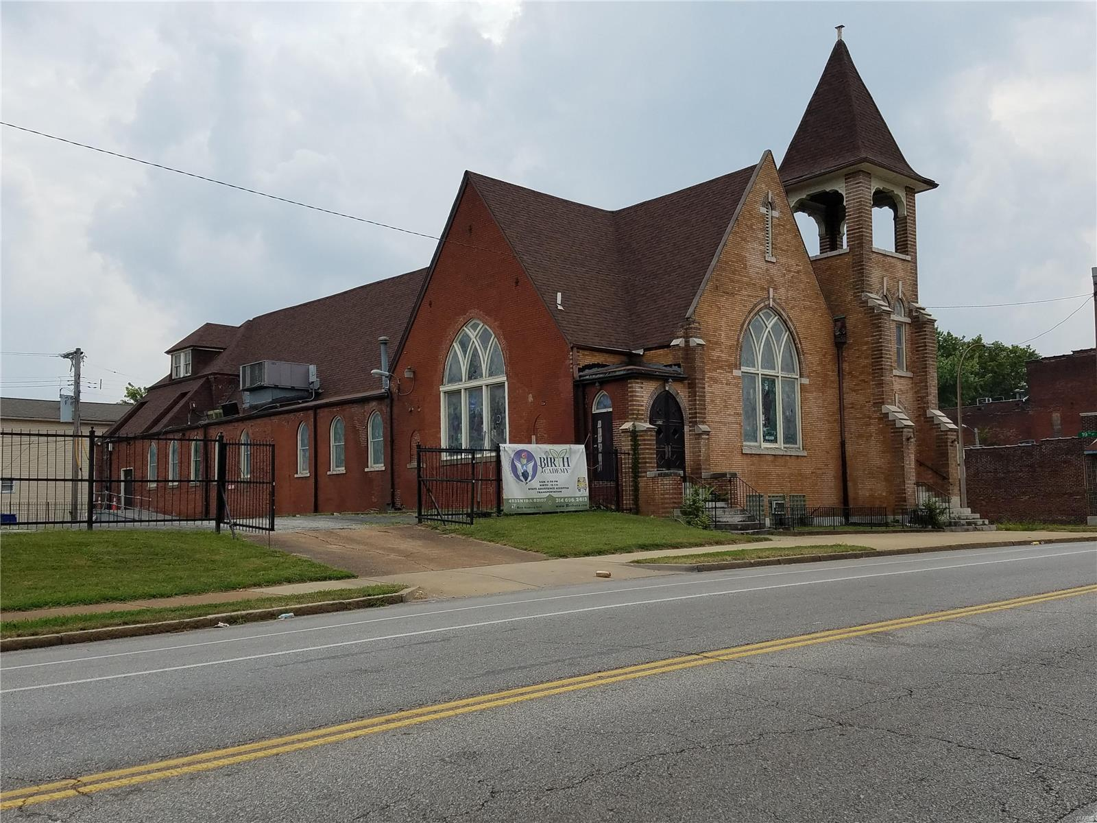 1524 E Grand Boulevard Property Photo - St Louis, MO real estate listing