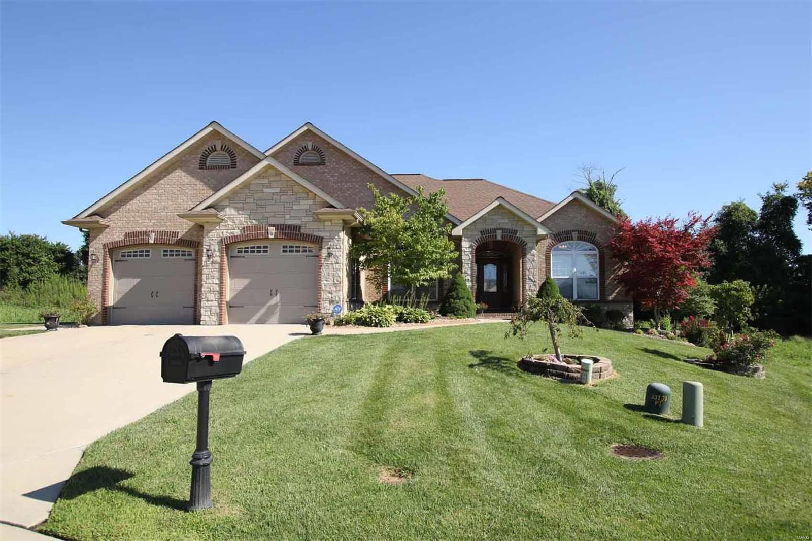 1237 Pebble Beach Drive Property Photo - Caseyville, IL real estate listing