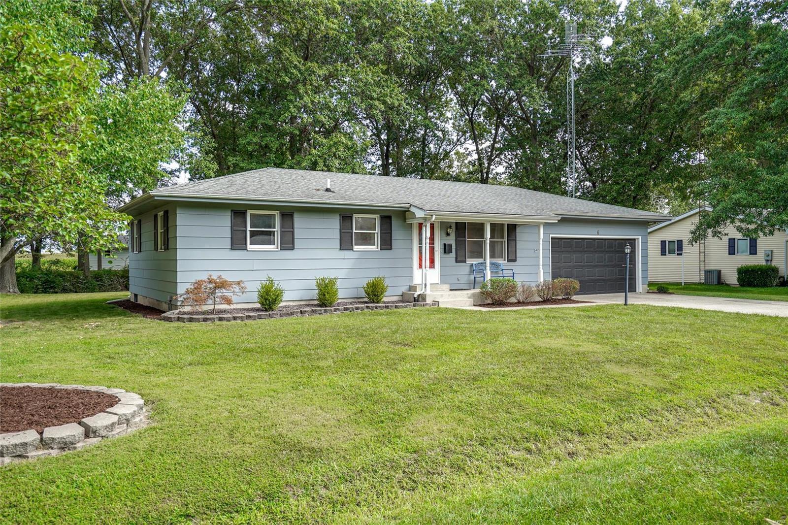 6 Taggert Drive Property Photo - Carlinville, IL real estate listing