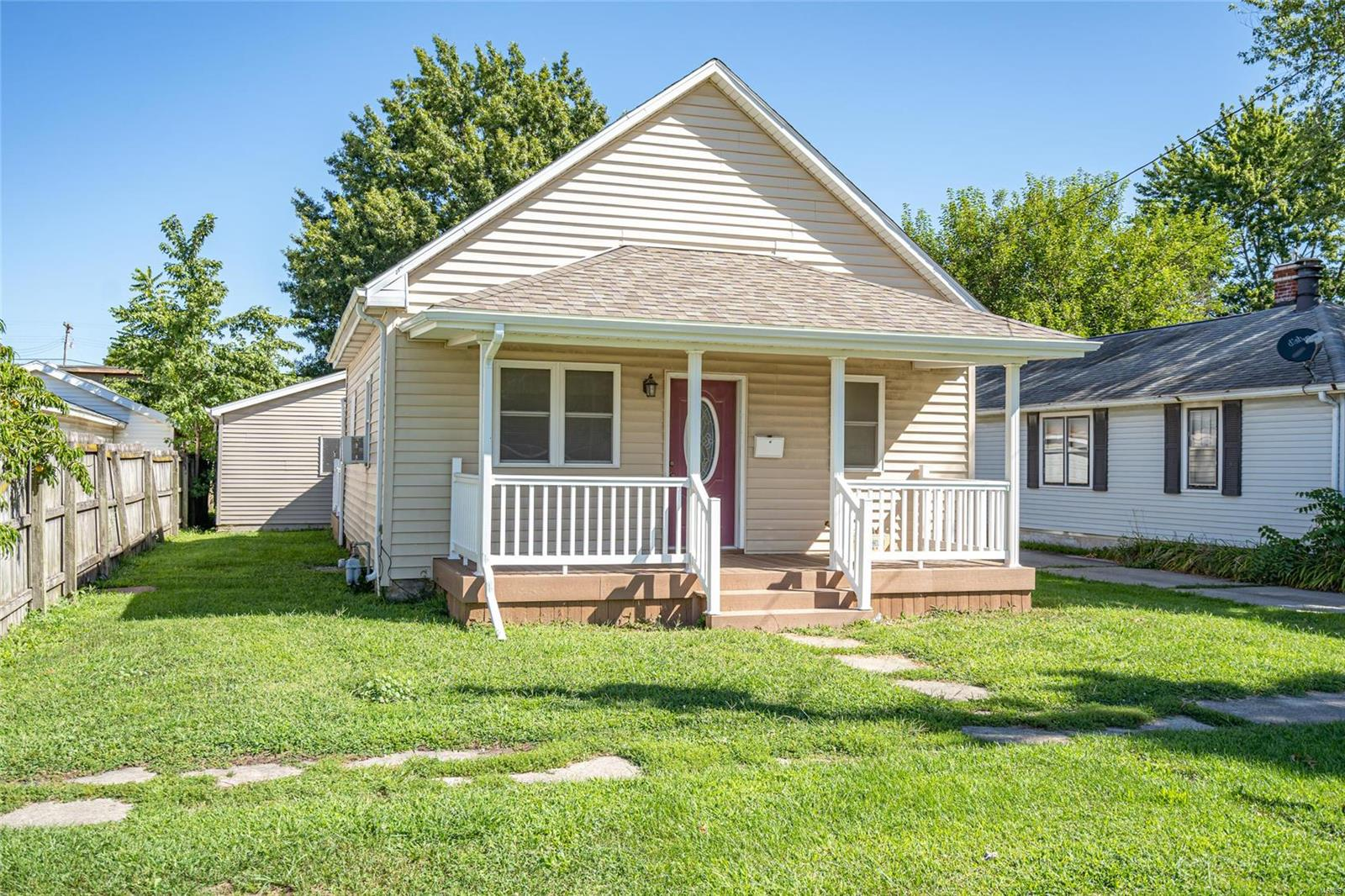 204 E Madison Street Property Photo - Girard, IL real estate listing