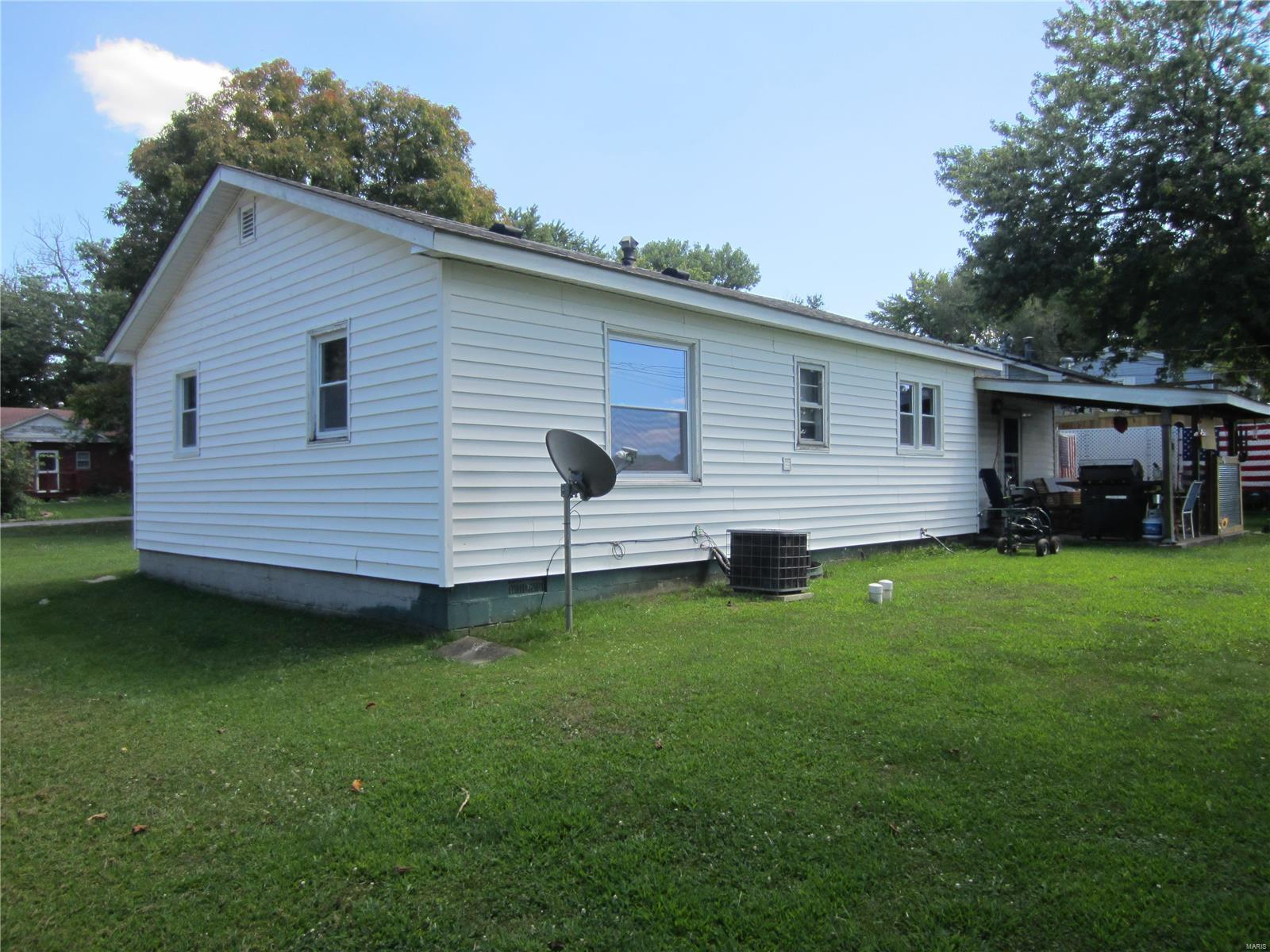 145 Roberts Street Property Photo - Jerseyville, IL real estate listing