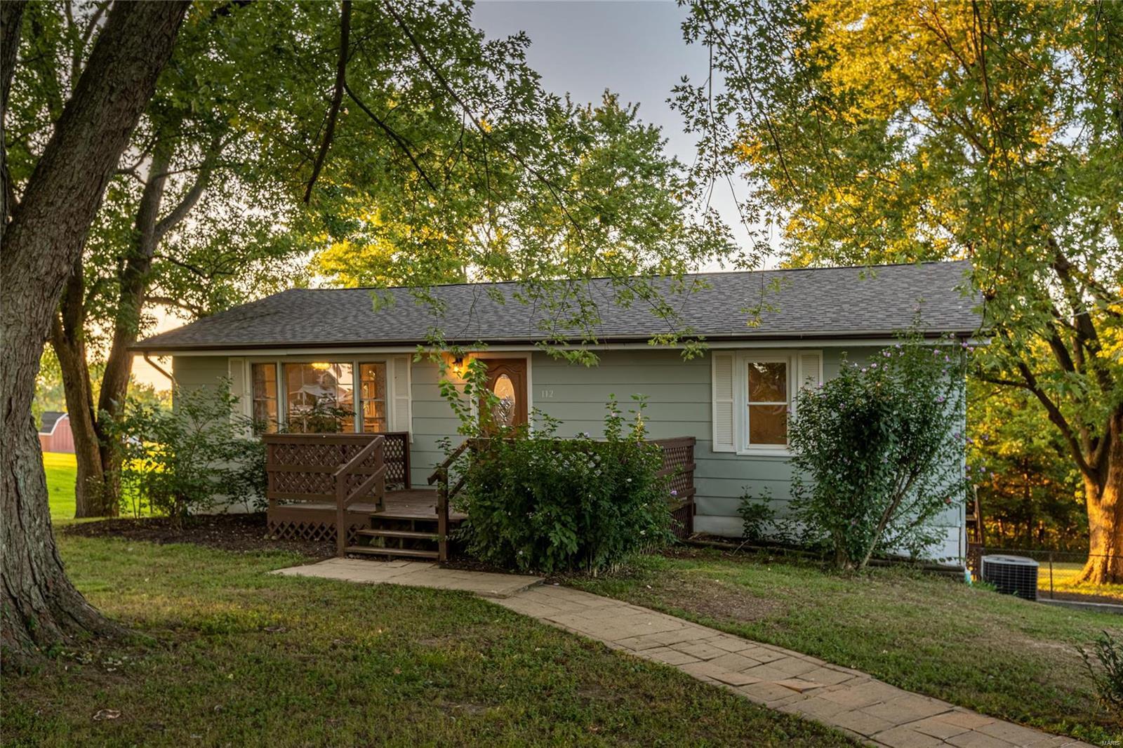 112 Hillcrest Property Photo - Goreville, IL real estate listing