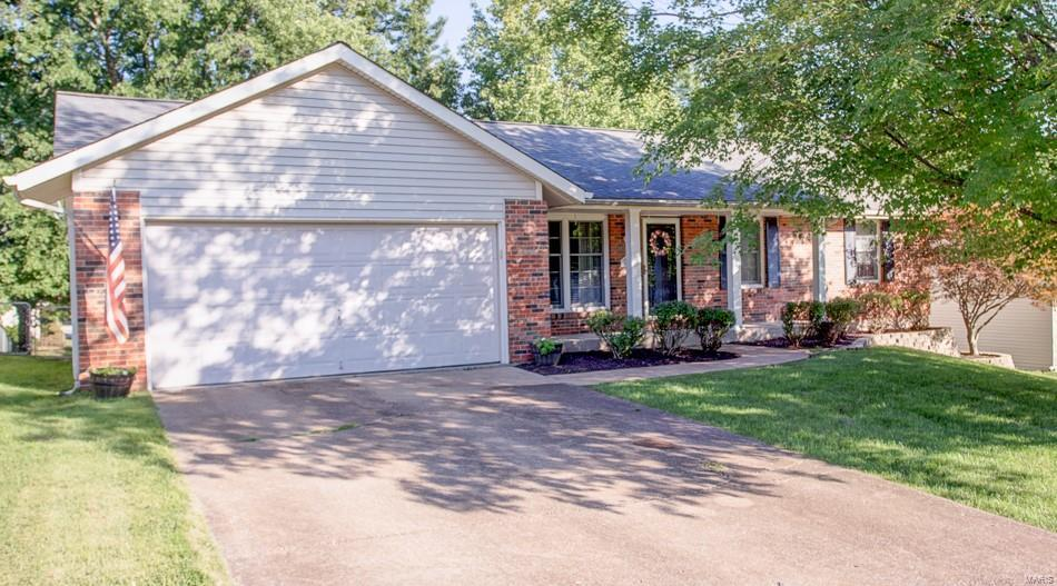 945 Meadowview Lane Property Photo - Columbia, IL real estate listing