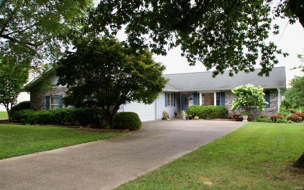122 Archelle Drive Property Photo - Carbondale, IL real estate listing