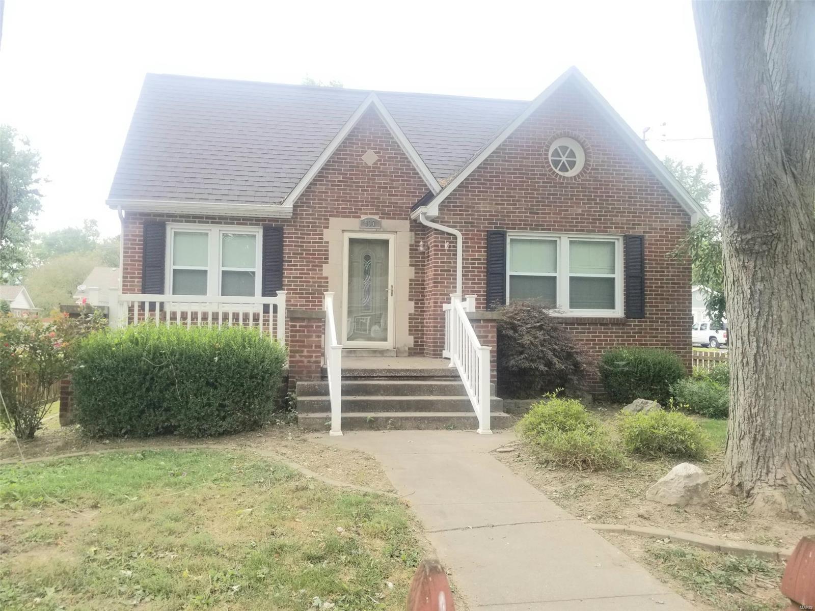 907 W Adams Property Photo - Nashville, IL real estate listing