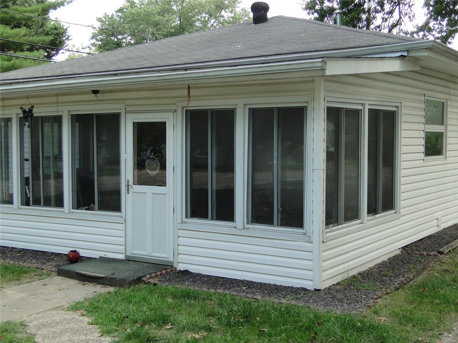 552 Nicholls Street Property Photo - Livingston, IL real estate listing