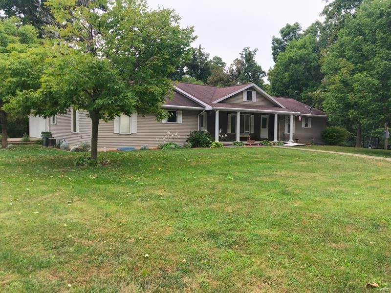 16915 Black Oak Property Photo - Carlinville, IL real estate listing