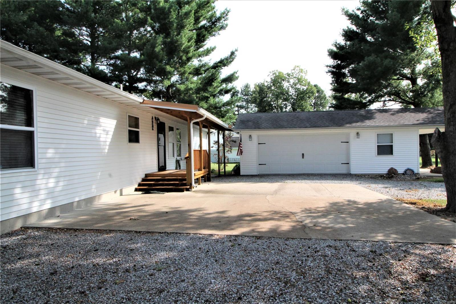 307 N Division Street Property Photo - Pittsburg, IL real estate listing