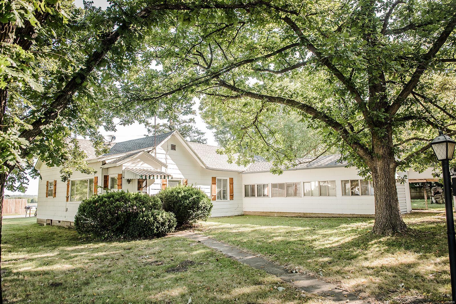 724 Poplar Street Property Photo - Buffalo, MO real estate listing