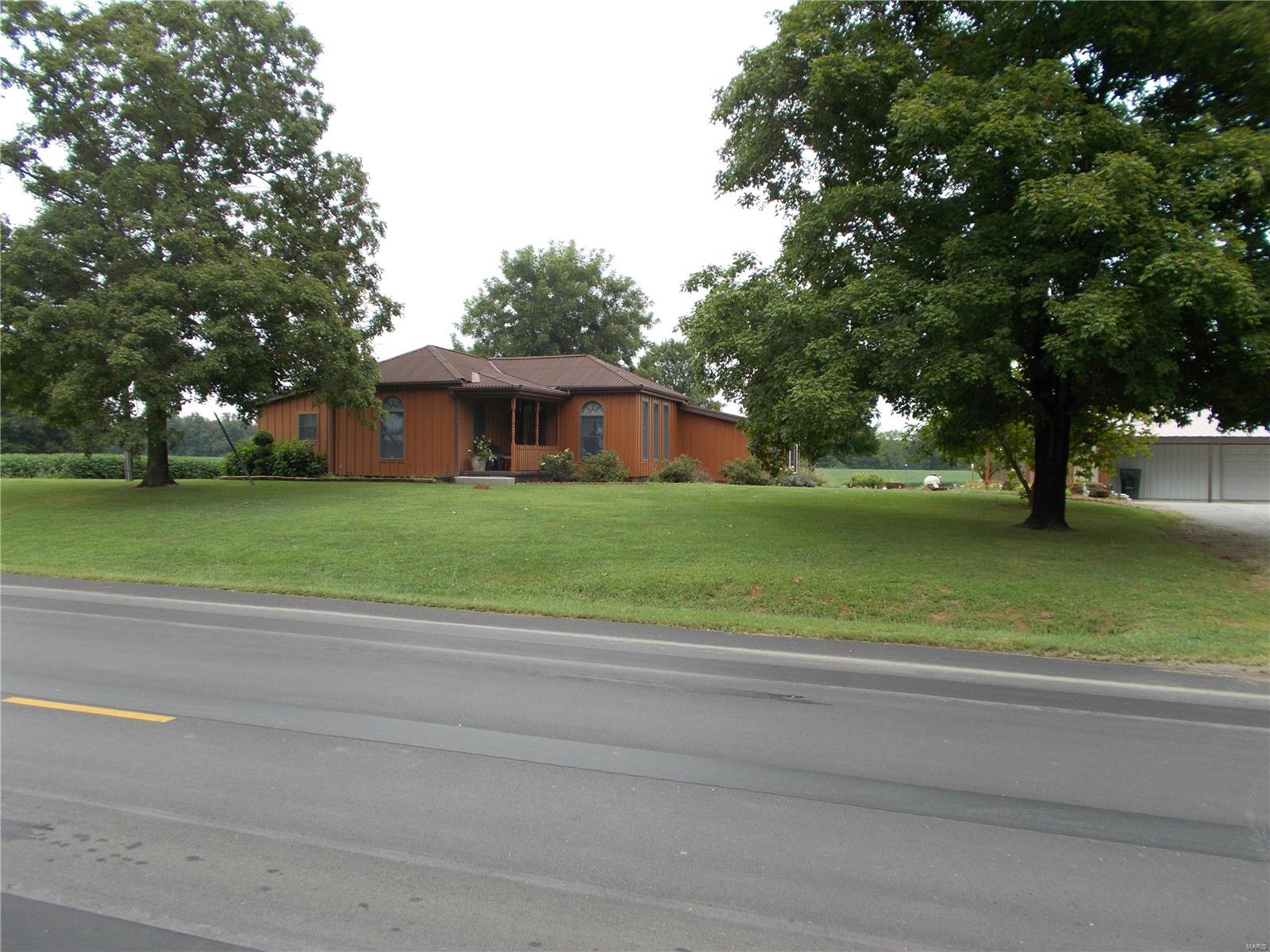 10776 State Route 153 Property Photo - Coulterville, IL real estate listing