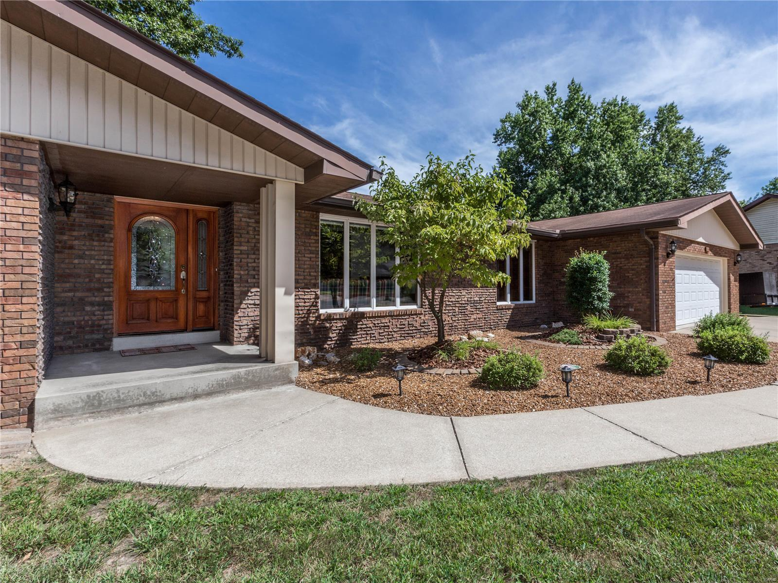 31 Red Oak Drive Property Photo - Highland, IL real estate listing