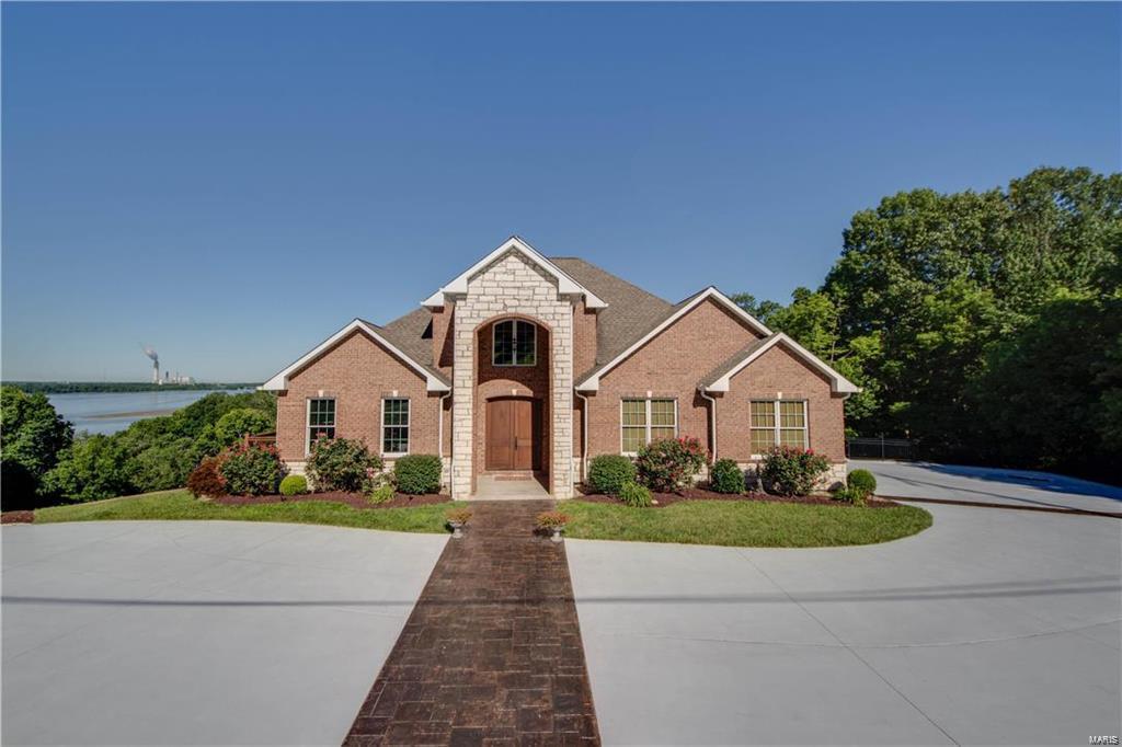 4822 Whitford Drive Property Photo - Godfrey, IL real estate listing