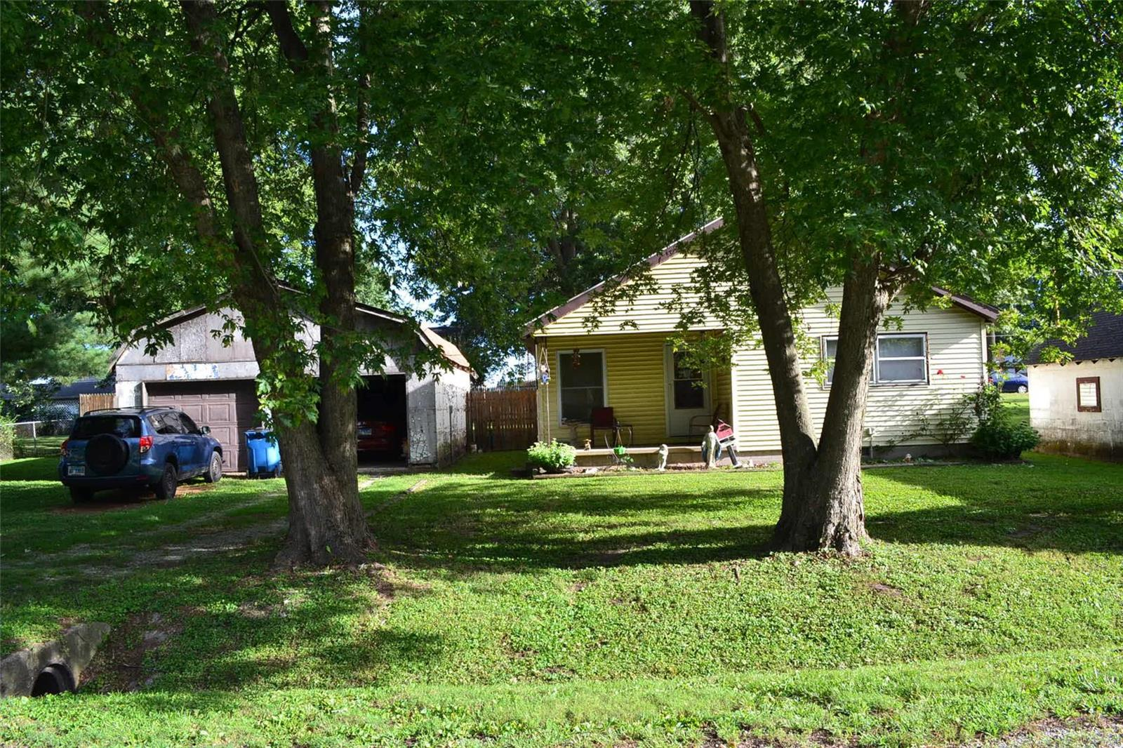 404 West National Street Property Photo - Pocahontas, IL real estate listing