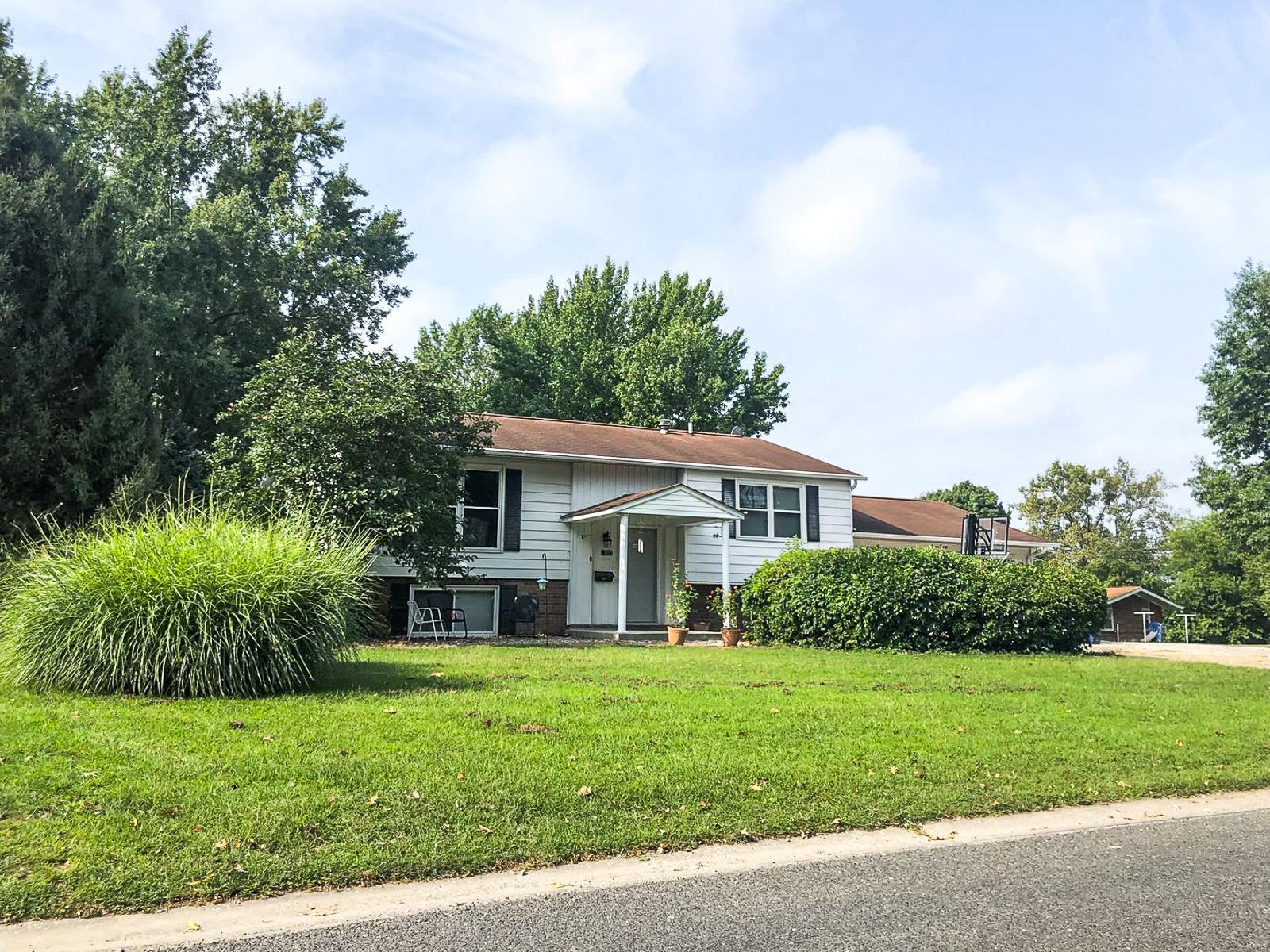 720 W Miller Drive Property Photo - Staunton, IL real estate listing