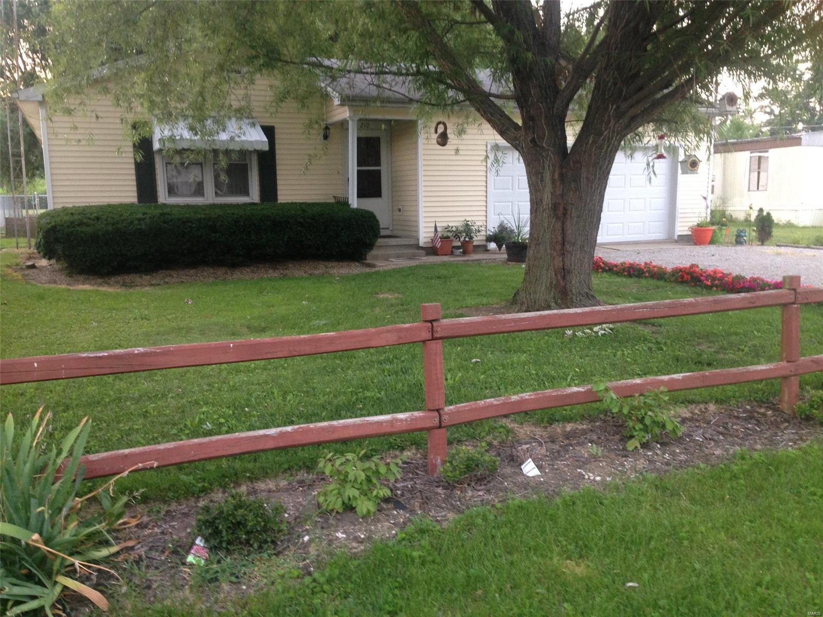 210 N Jefferson Property Photo - Ramsey, IL real estate listing