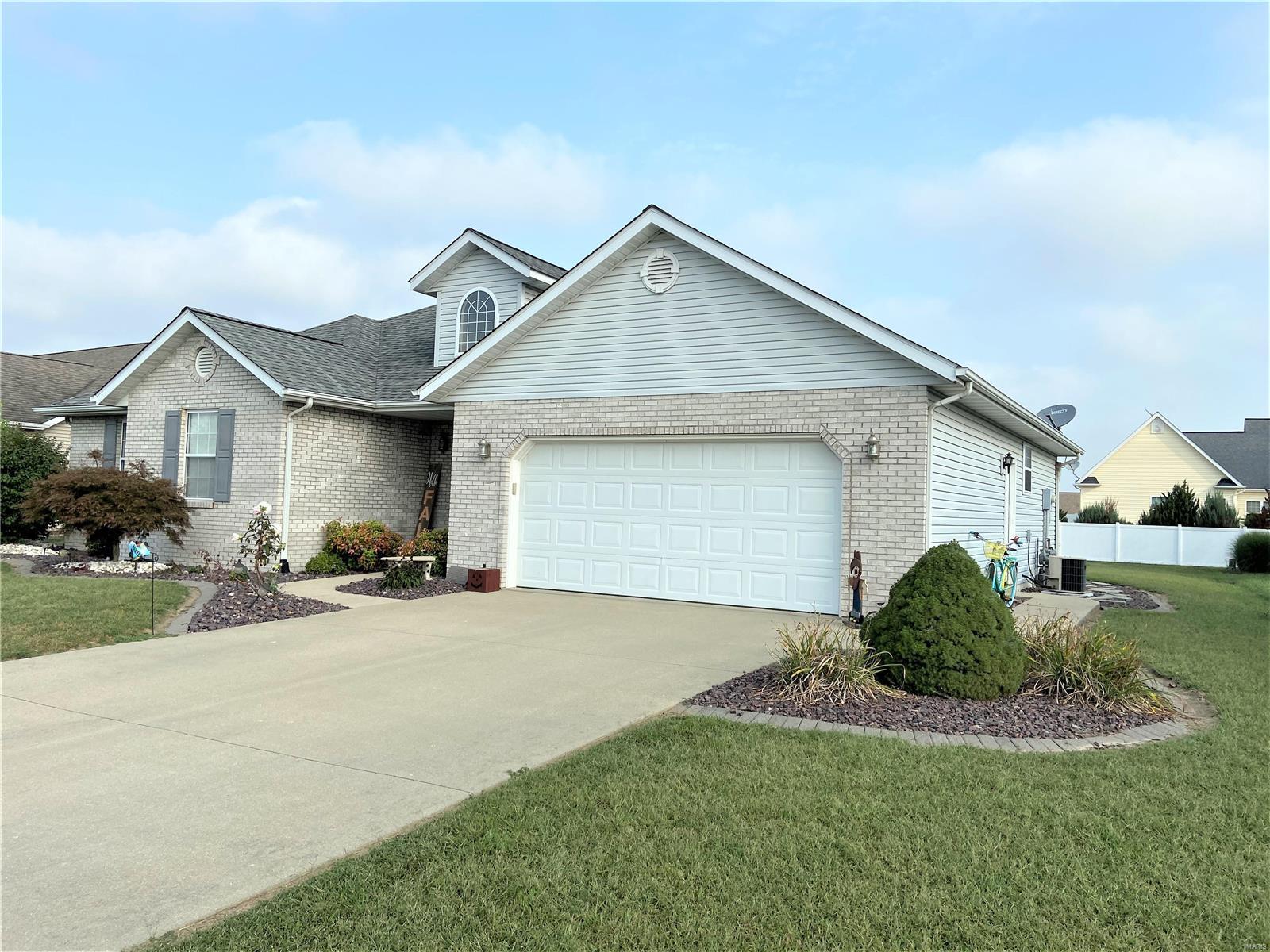 9455 Tudor Lane Property Photo - Breese, IL real estate listing