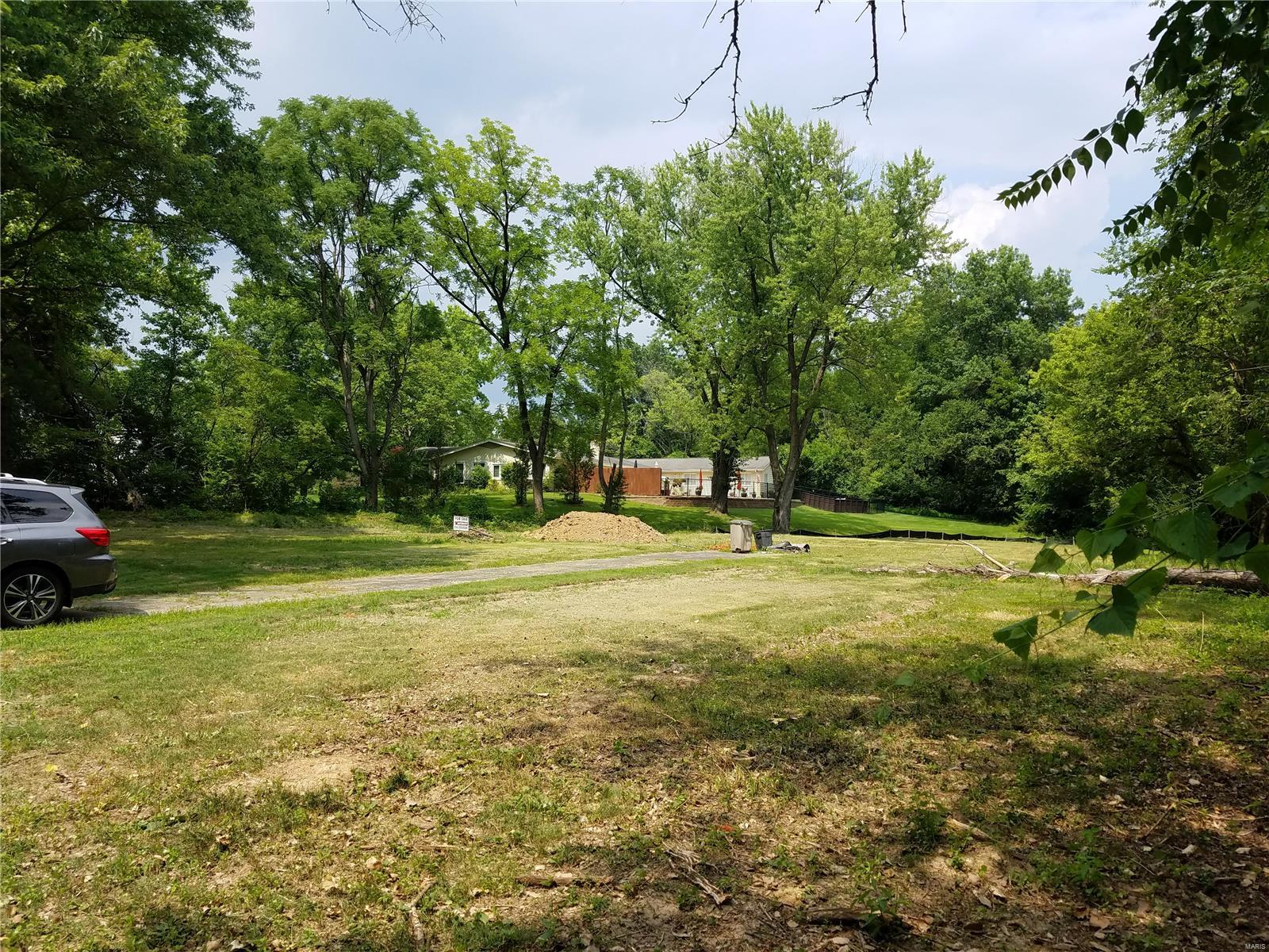 8 Chasselle Property Photo - Creve Coeur, MO real estate listing