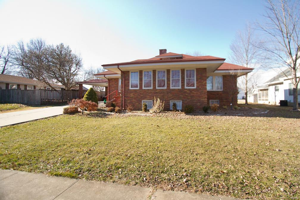 412 N High St Property Photo - Bowling Green, MO real estate listing