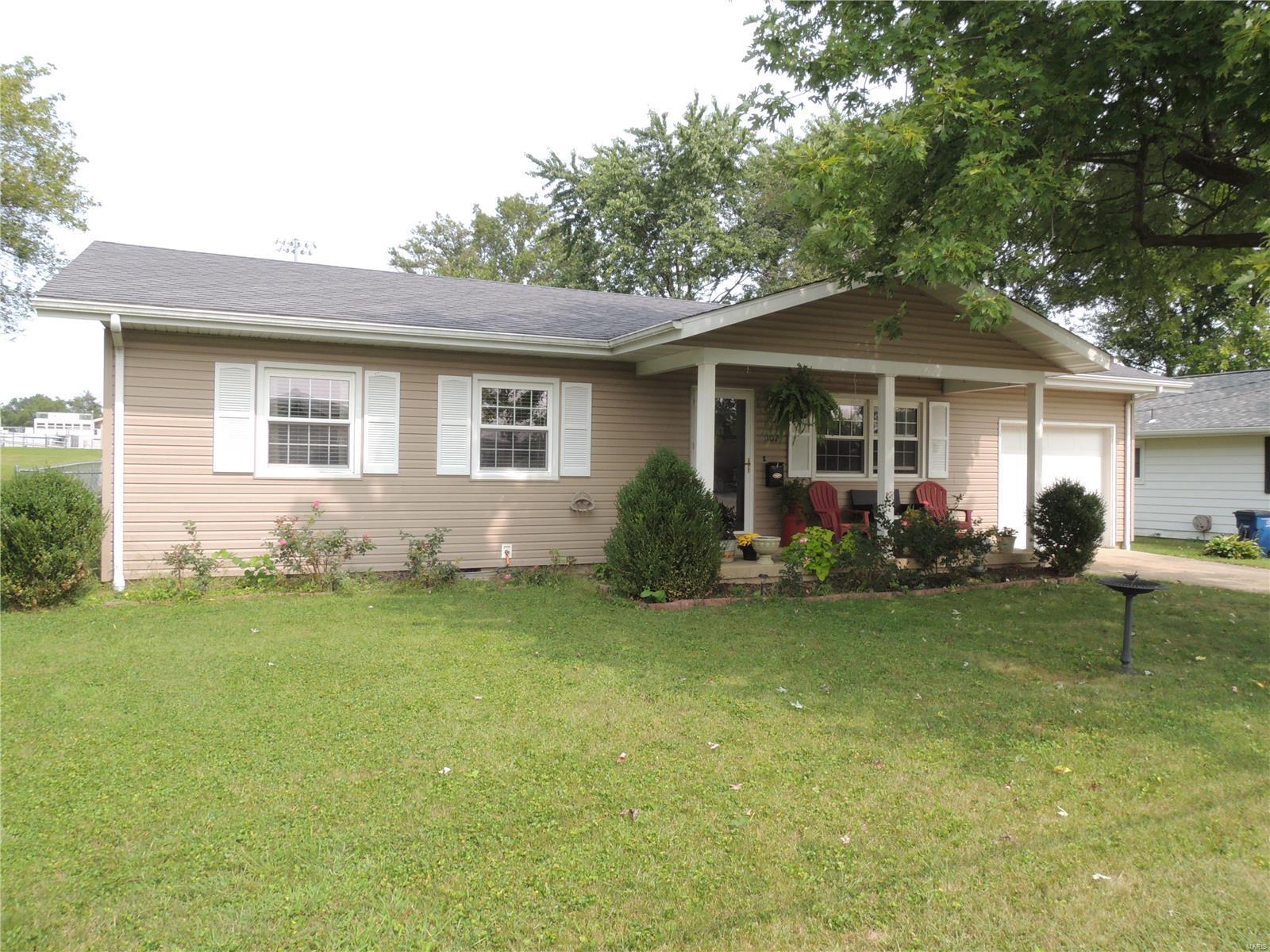 1107 Killarney Drive Property Photo - Greenville, IL real estate listing