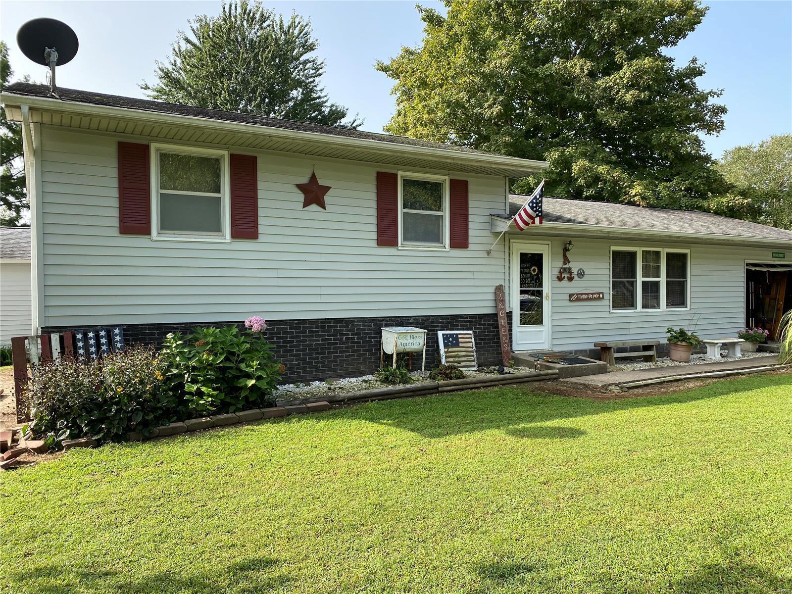 409 Camelot Property Photo - De Soto, IL real estate listing