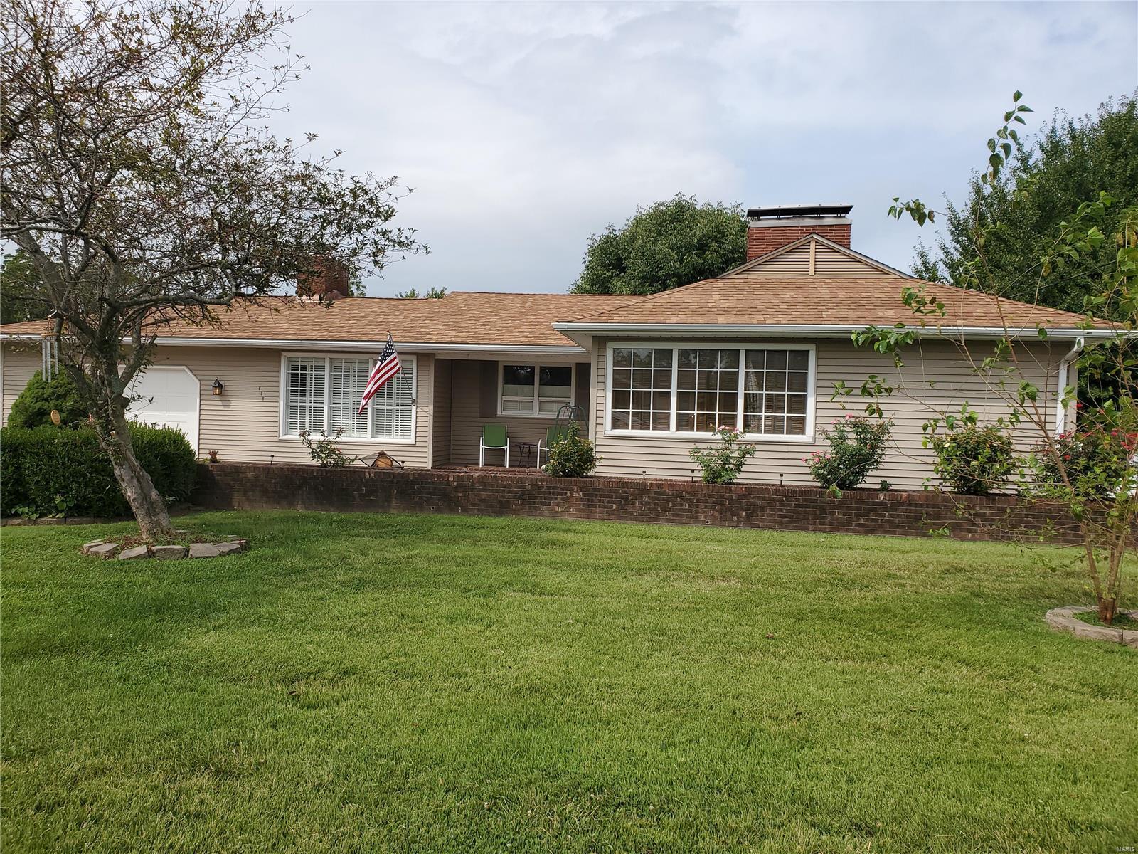 609 Solomon Property Photo - Chester, IL real estate listing