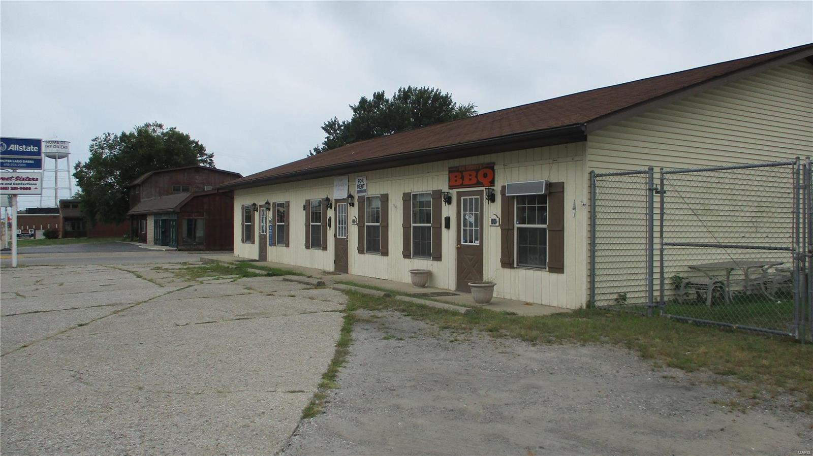 300 N Wood River Avenue Property Photo - Wood River, IL real estate listing