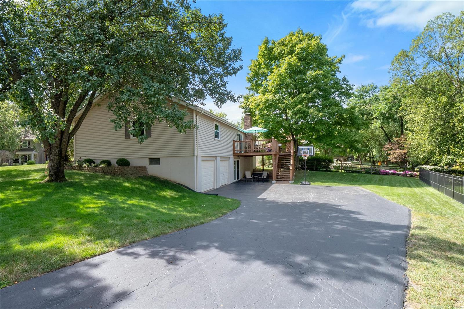 15515 Cedarmill Drive Property Photo - Chesterfield, MO real estate listing