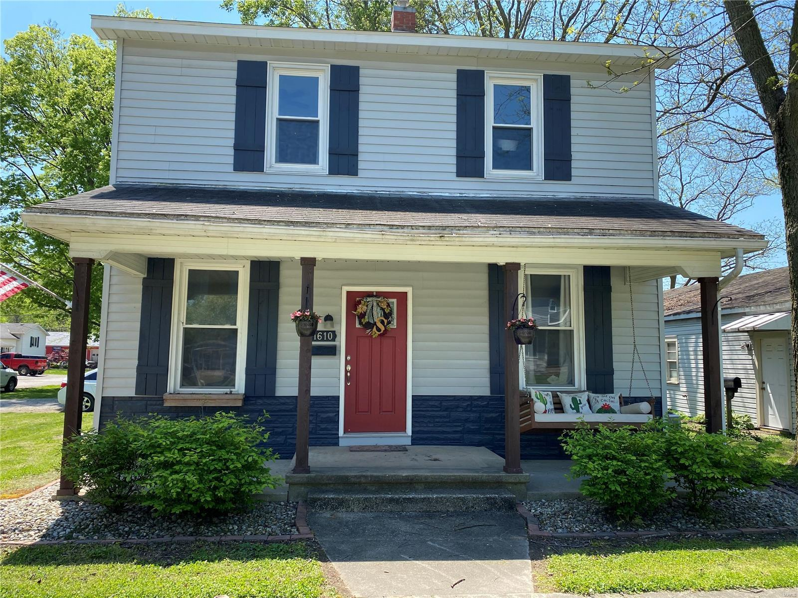 1610 Franklin Property Photo - Carlyle, IL real estate listing