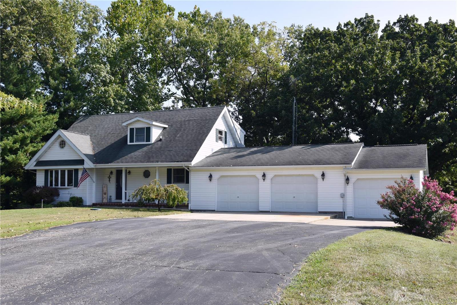 1448 Hillcrest Drive Property Photo - Greenville, IL real estate listing