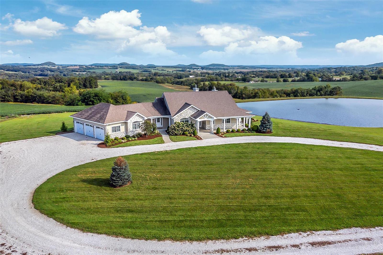 2077 Highway F Property Photo