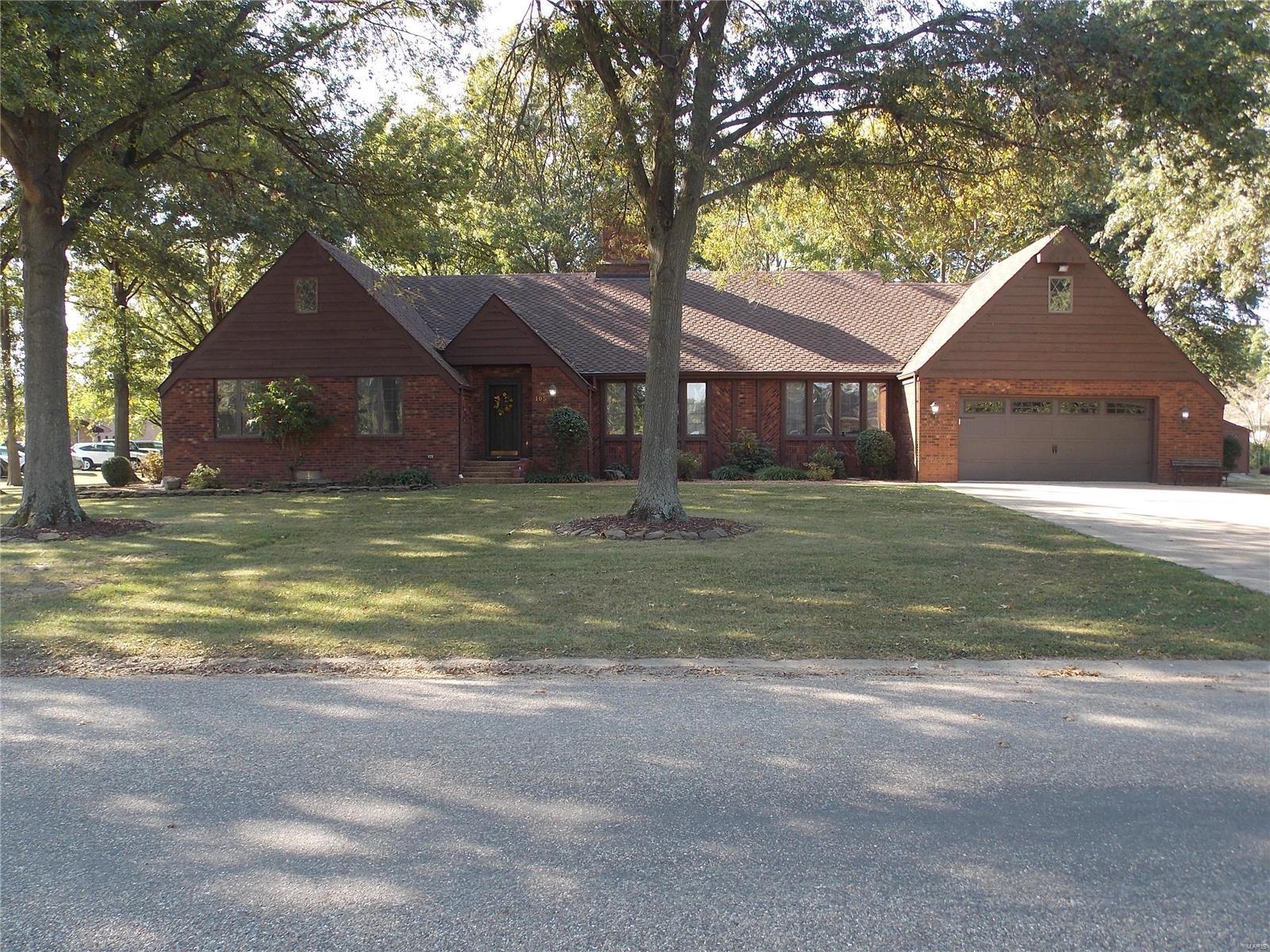 105 Hawthorne Estates Property Photo - Salem, IL real estate listing