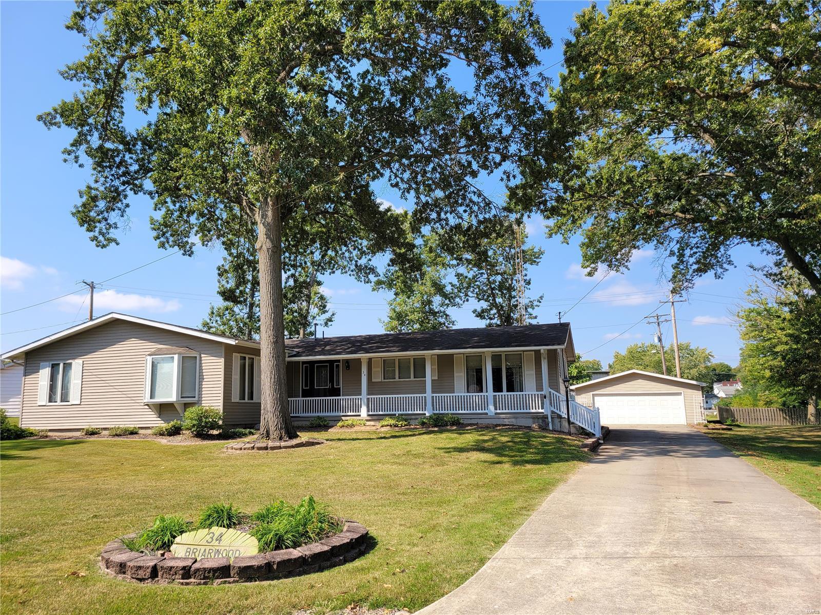 34 Briarwood Drive Property Photo - Hillsboro, IL real estate listing